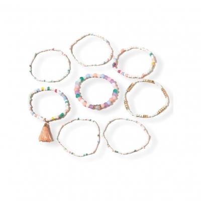 Acht x kralen armbandjes pastel